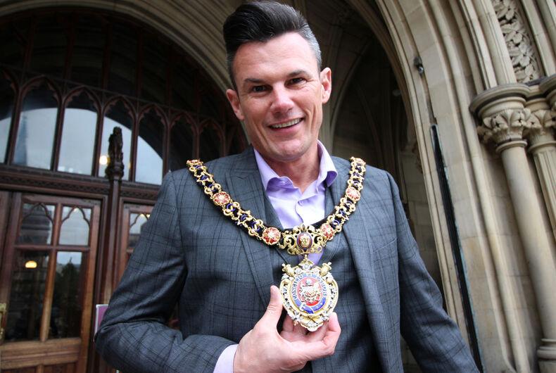 British mayor shames girls who called him a 'dirty faggot' at a Bieber concert