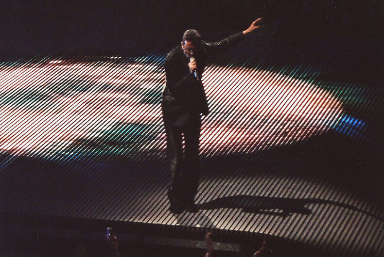 Singer George Michael dies 'peacefully at home'