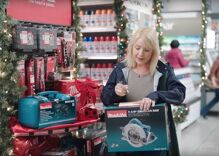 Does this Christmas commercial have a subliminal pro-gay message?