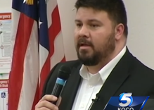 Wingnut politician who was busted with a teen boy asks judge to spend more time with kids