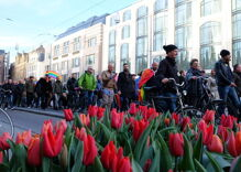 Hundreds march in Amsterdam to support beaten gay couple