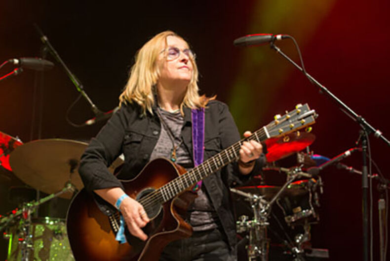 Melissa Etheridge smokes pot when she's stressed & wants you to do it too