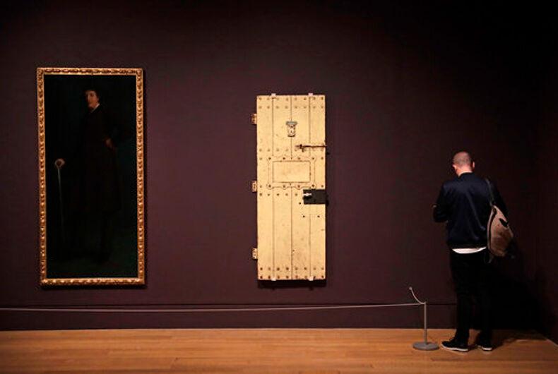 Oscar Wilde's portrait & prison cell door exhibited in London