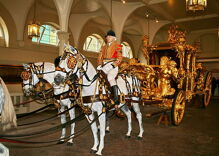 Trump demands gold carriage ride to meet the Queen of England