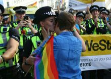 These 3 wedding proposals from London pride will make your day