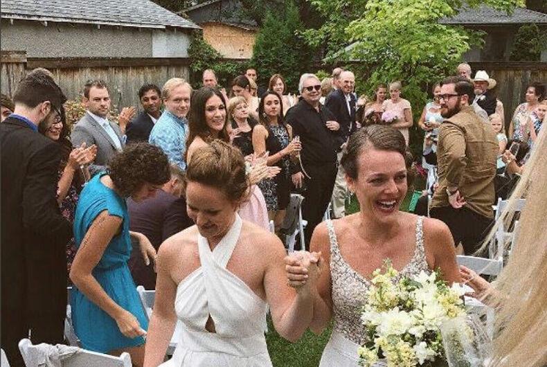 Kristen Stewart & her girlfriend crashed a lesbian couple's wedding