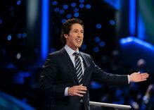 UPDATE: Osteen opening megachurch's doors to shelter flood victims after outcry