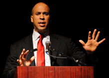 Senator Cory Booker accused of sexual assault by a gay man. But is it fake news?