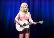 """""""Karens"""" nationwide got put on notice with this new version of Dolly Parton's """"Jolene"""""""