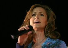Country star Chely Wright returns to the Grand Ole Opry stage 10 years after coming out