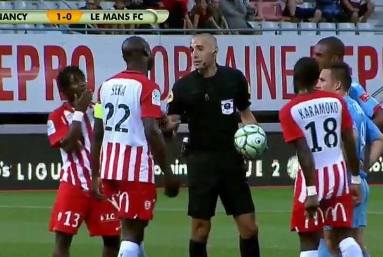 Referee Mehdi Mokhtari explains why he stopped the match to players.