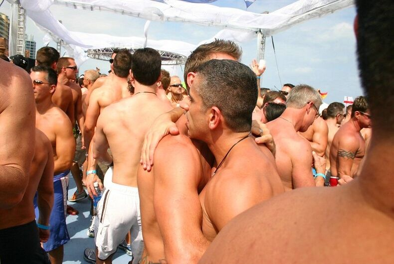 A crowd at the 2007 Winter Party