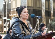 Police shot out pop star Halsey with rubber bullets during police brutality protest
