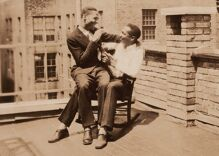 Historical photos of men in love: The rocking chair on the rooftop