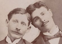 Historical photos of men in love: Meeting in the middle