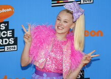 JoJo Siwa's one-word response to a homophobic mother is exactly what the internet needs