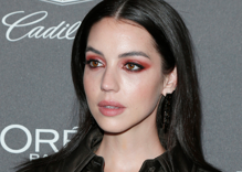 """""""Reign"""" & """"Teen Wolf"""" star Adelaide Kane comes out as bisexual on TikTok"""