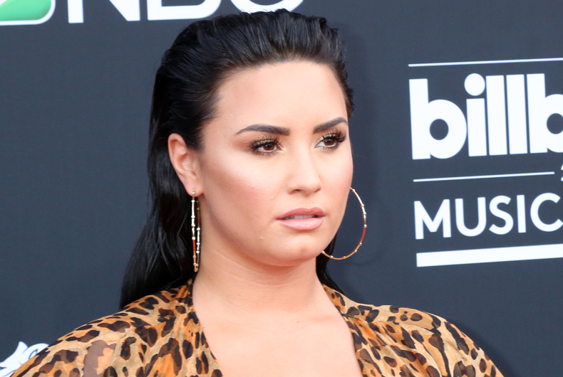 """Demi Lovato comes out as non-binary & changes pronouns to """"they/them"""""""