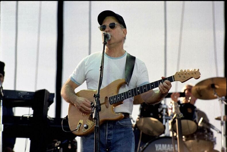 Singer and guitar player Paul Simon performs on stage at The Gorge Amphitheater June 13, 1999 in George, Wa.